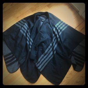 Reversible black/grey ladies wrap NWOT